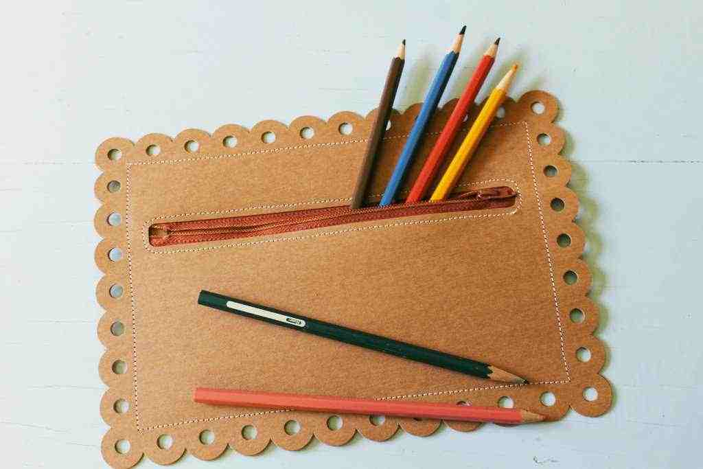 Featured Image for Make A Scalloped Faux Leather Pencil Pouch (#100111)