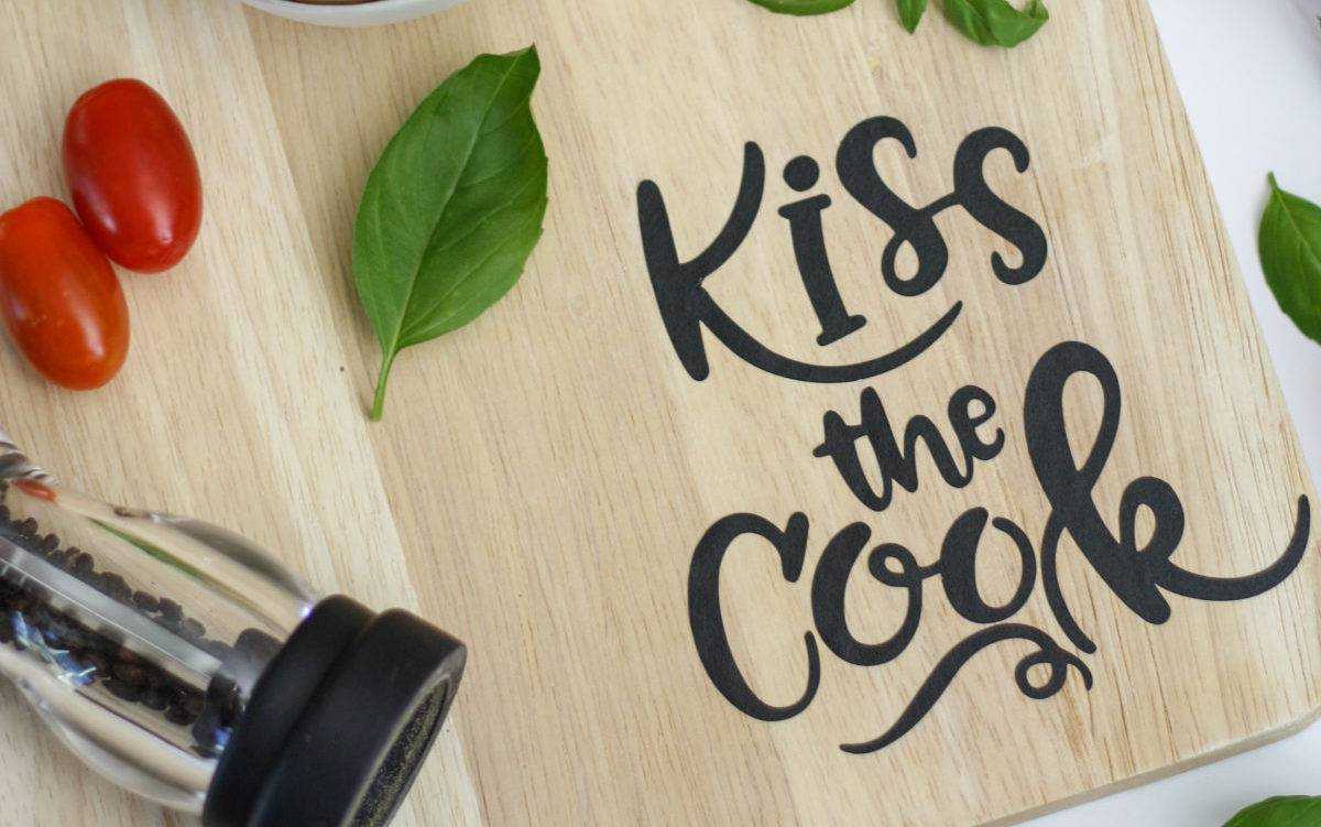 Featured Image for Kiss The Cook Kitchen Decor (#107246)