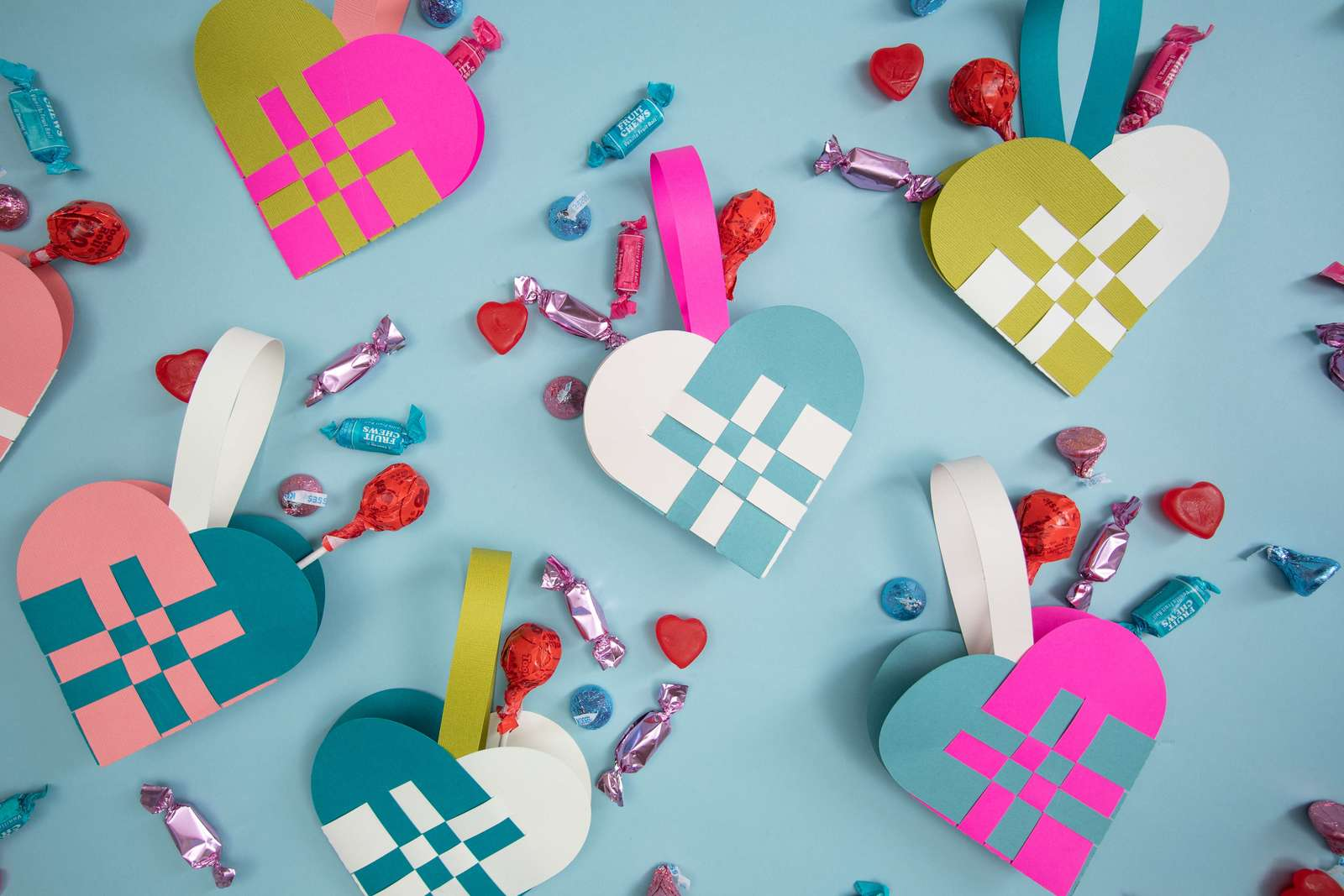 Featured Image for Woven Paper Heart Baskets (#120944)