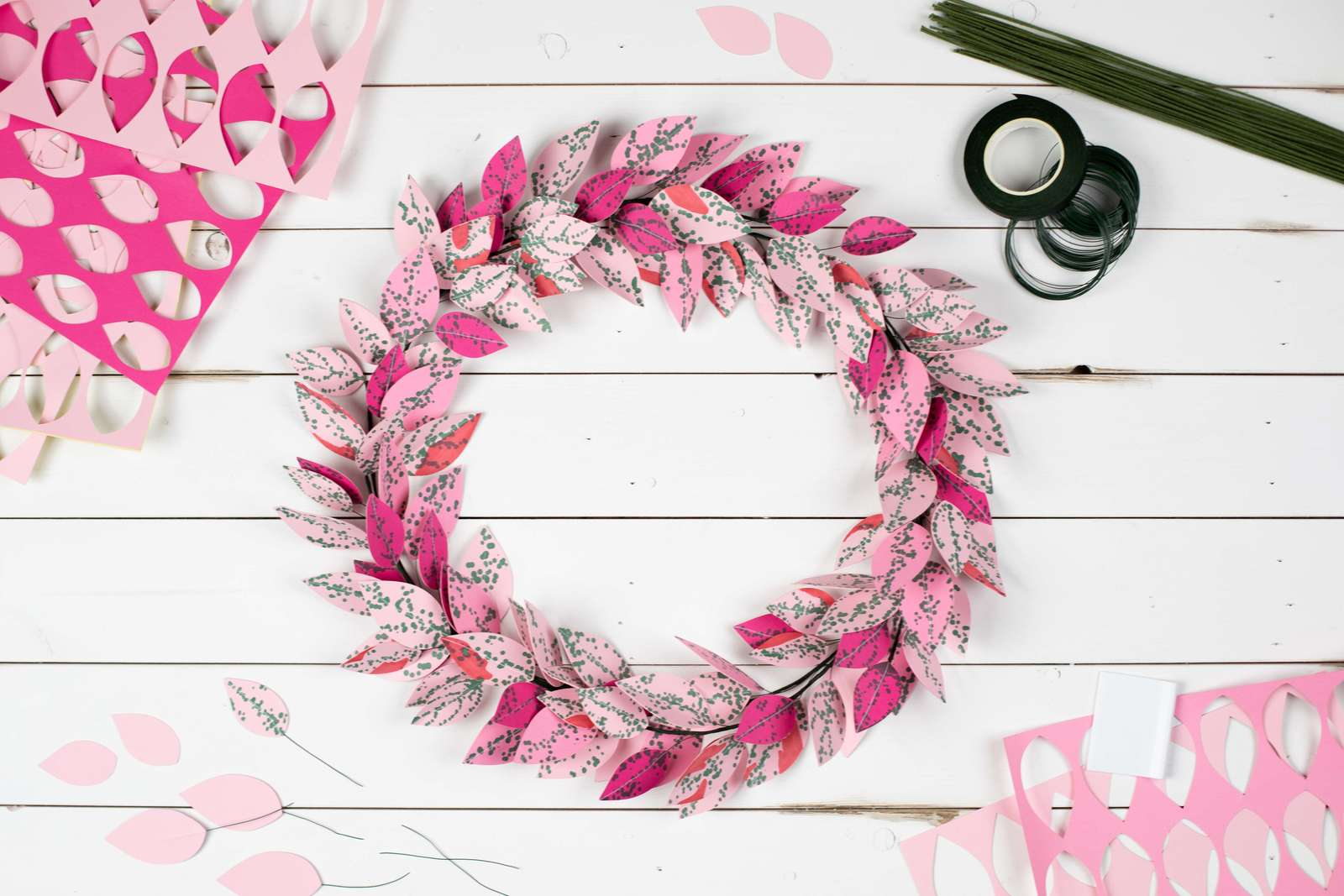 Featured Image for Pink Polka Dot Leaf Wreath (#120856)