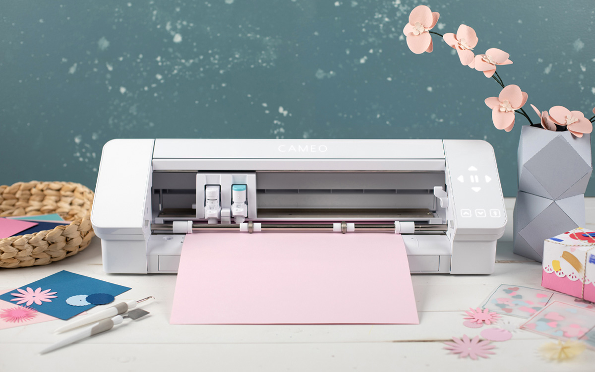 Featured Image for Introduction to the Silhouette Cameo® 4 (#125347)