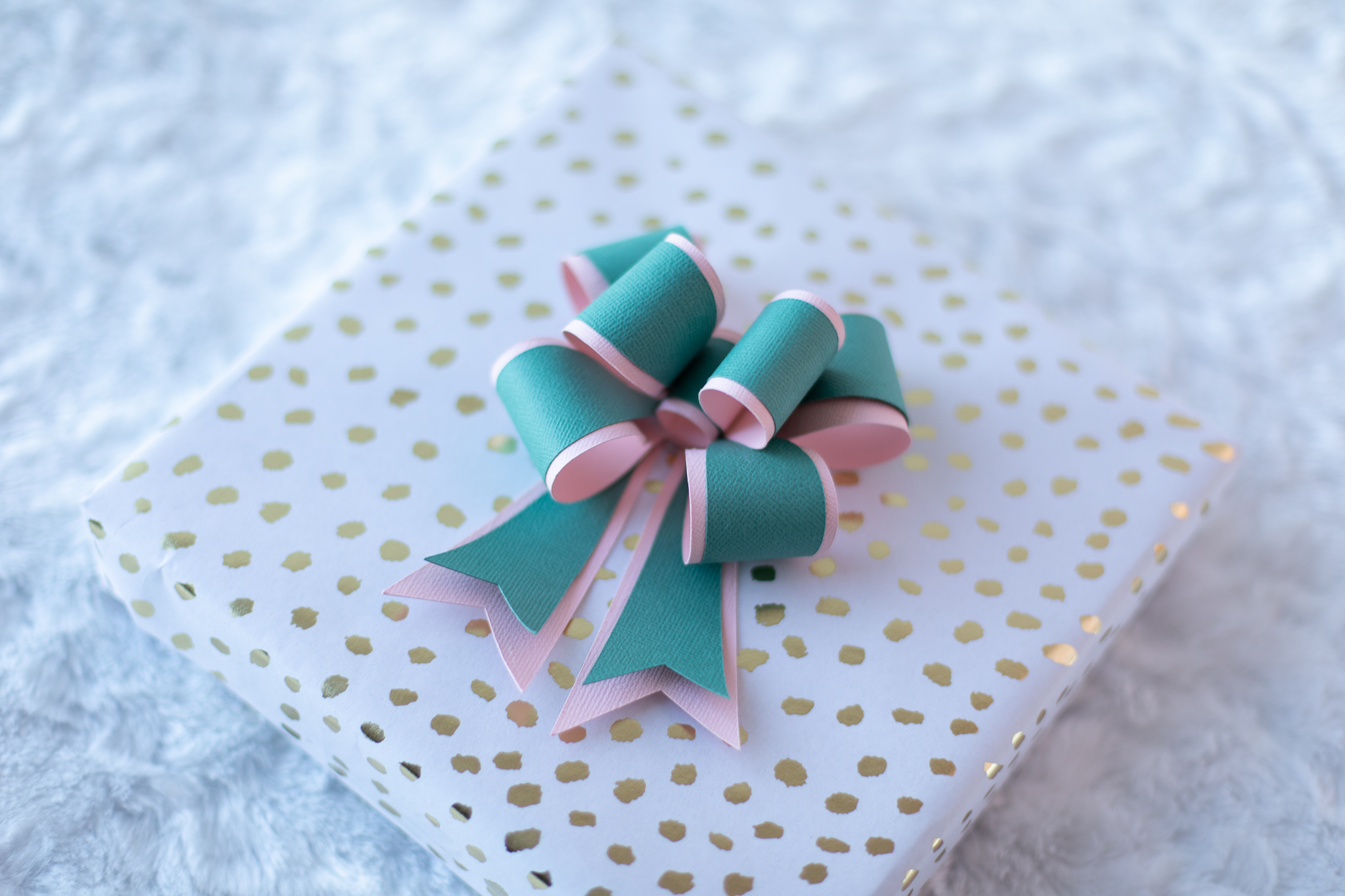 Featured Image for Paper Bow Gift Toppers (#125777)